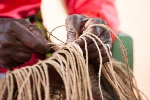 5E9V8380 buyu Esther hands weaving begin